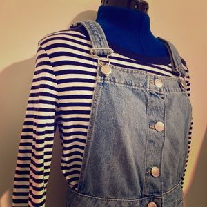 The perfect fall navy and white stripped shirt!🍁